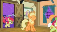 Applejack 'Yee-haa, little sis!' S2E06