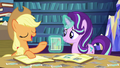 Applejack tells a story about the photo S6E21.png