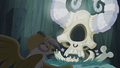 Gilda surprised by Arimaspi's skull S5E8.png