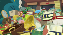 Goldie Delicious' junk spills out of her house S7E13