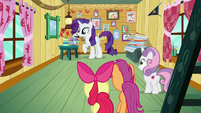 Rarity explores the CMCs' clubhouse S7E6