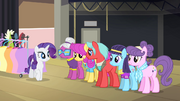 Rarity greeting other ponies S4E08