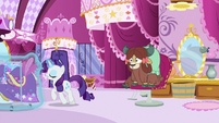 Rarity wheels the dresses away S9E7