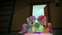 Scootaloo --what are you doing sitting in the dark--- S6E4