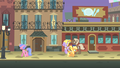 Filly Applejack Manehattan streets S1E23.png