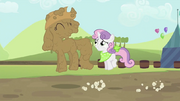 Rarity e Sweetie Belle pulandoT2E05