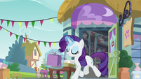 Rarity exiting a department store S9E19