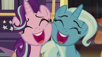 Starlight and Trixie sing cheek-to-cheek S8E19
