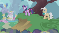 Twilight and Mayor happy over finishing S1E11