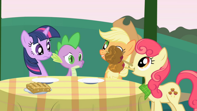Файл:Apple Bumpkin drops candy apples on the table S1E01.png