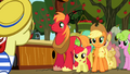 Apple Family watching Flam S2E15.png