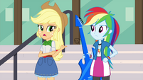 Applejack pointing to Rainbow EG3