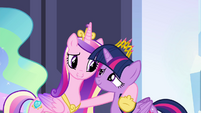 Cadance wraps hoof around Twilight S4E25