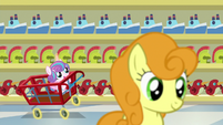 Flurry Heart riding a cart down the store aisle S7E3