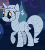 Lyra in her costume S2E4