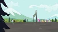 S02E07 Kucyki czekają na linii mety