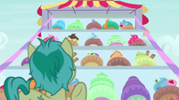 Sandbar in front of giant desserts display S9E3