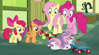Sweetie Belle falls flat on her face S8E12