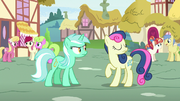 Sweetie Drops turning away from Lyra Heartstrings S7E15