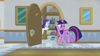 Twilight and Rarity go into a closet S8E16
