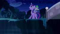 Twilight and Spike looking up S5E26