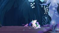 Twilight gallops to Celestia and Luna S4E02