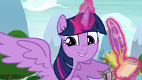 Twilight outstretches her wings S8E24