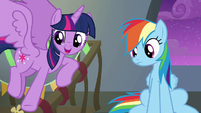 Twilight pointing to her friends S6E7