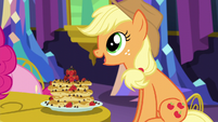 Applejack -these are delicious, Pinkie Pie!- S5E3