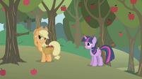 Applejack can't hear Twilight well S1E04