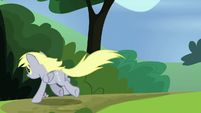 Derpy gallops after the pizza box S7E4
