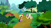 Main ponies excited to go to Yakyakistan S8E18