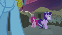 Pinkie Pie and Starlight see the earth splitting S7E26