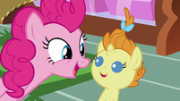 Pinkie Pie singing to Pumpkin Cake S7E19