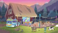Rainbooms' tour bus arrives at Goldie's party EGDS12
