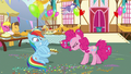 Rainbow Dash tying balloons to the pie S7E23.png