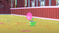 800px-Gummy opens wide to catch the balloon S1E25