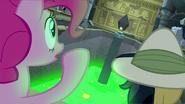 S07E18 Pinkie i Dzielna Do widzą uwięzioną Rainbow Dash