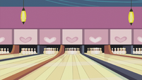 The bowling alleys S5E9