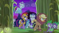 Twilight and friends enter the corn maze S5E21