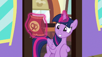 Twilight awkwardly accepts Starlight's pretzels S7E2
