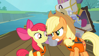 Applejack talking silently to Apple Bloom S4E09