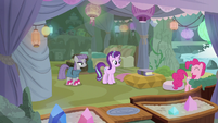 Pinkie Pie leaving Starlight and Maud alone S7E4