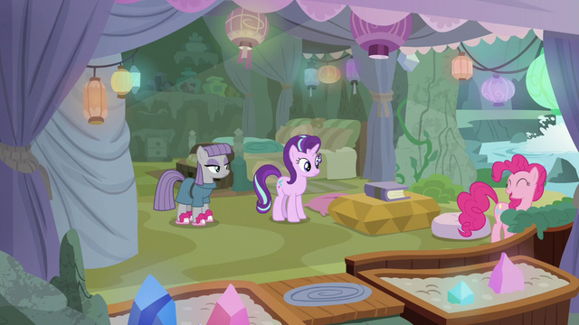 File:Pinkie Pie leaving Starlight and Maud alone S7E4.png