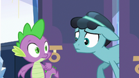 Pony Thorax entering the palace S6E16
