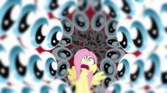 S02E22 Fluttershy otocza przez oczy