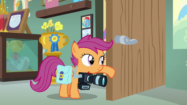 File:Scootaloo holding the sound-making door open S7E7.png