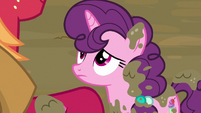 Sugar Belle looking up at Big McIntosh S8E10