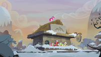 Train station snow falls on Apple family S5E20