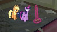 Twilight --Well, sweeping can be fun, too-- S6E9